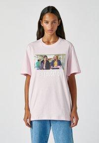 PULL&BEAR - Print T-shirt - rose - 5