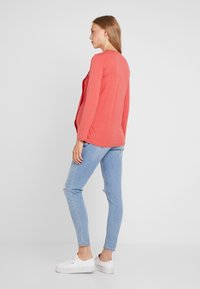 Spring Maternity - ABENA TEE - Long sleeved top - coral - 2