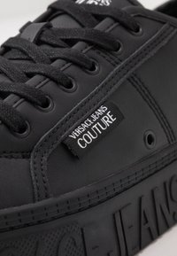 Versace Jeans Couture - CASSETTA LOGATA  - Sneakers laag - black - 5