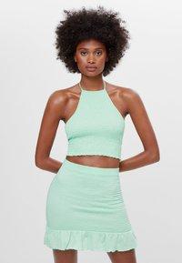 Bershka - MIT GUMMIZUG UND VOLANTS  - A-line skirt - green - 0