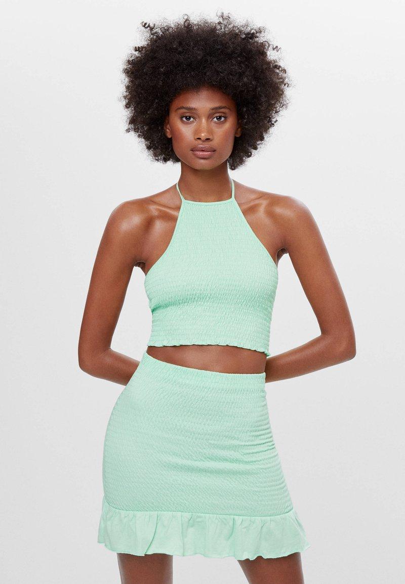 Bershka - MIT GUMMIZUG UND VOLANTS  - A-line skirt - green