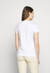 Patrizia Pepe - MAGLIA - T-shirts med print - bianco/venezia - 2