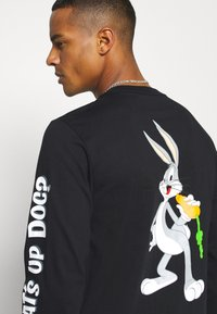 Converse - BUGS BUNNY X CONVERSE FASHION TEE - Long sleeved top - black - 5