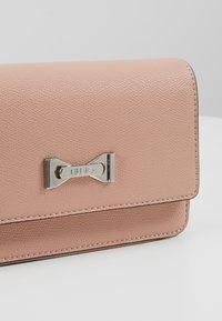 LIU JO - BELT BAG CAMEO - Bum bag - light pink - 7