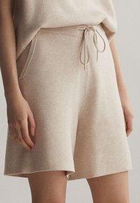 OYSHO - Shorts - beige - 0