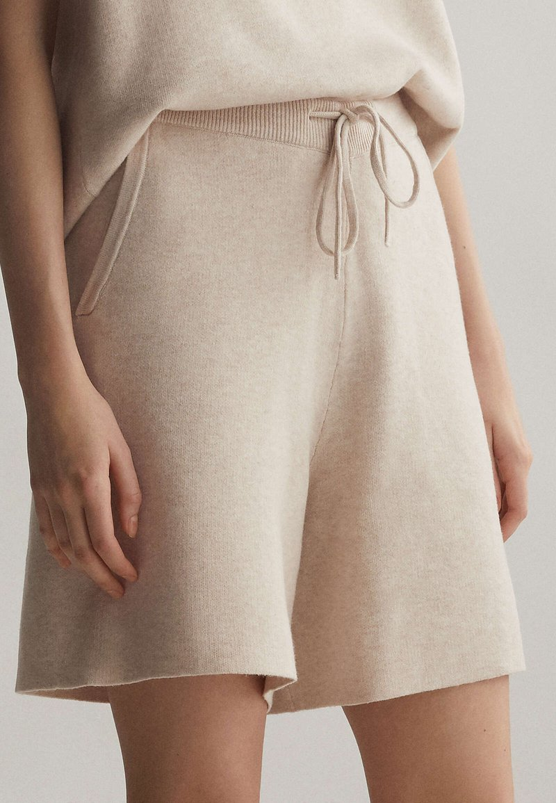OYSHO - Shorts - beige
