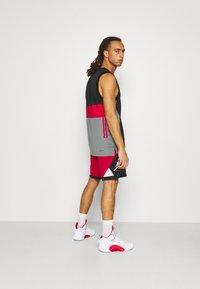 Jordan - DRY AIR DIAMOND SHORT - Pantaloncini sportivi - gym red/black/white - 2