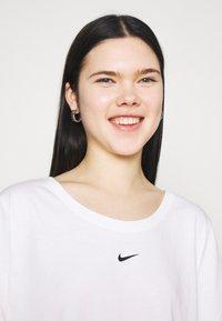 Nike Sportswear - TEE PLUS - Camiseta básica - white - 4