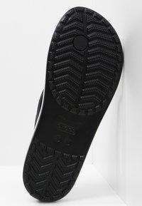 Crocs - CROCBAND - Pool shoes - black - 5