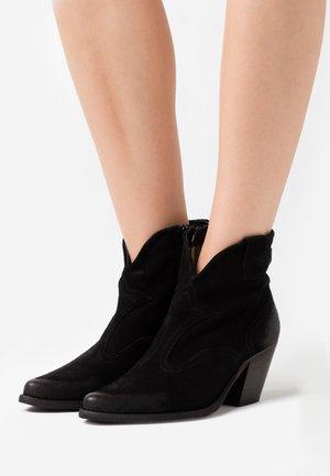LAREDO - Cowboy/biker ankle boot - marvin nero