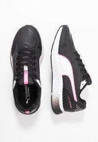 Puma - SPEED SUTAMINA 2 - Neutrální běžecké boty - black/white/luminous pink - 1