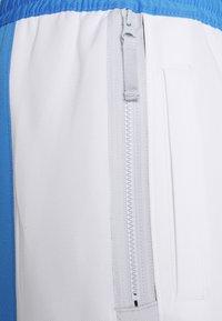 Nike Performance - NBA LOS ANGELES LAKERS CITY EDITON THERMAFLEX PANT - Pantalon de survêtement - coast/white/pure platinum - 6