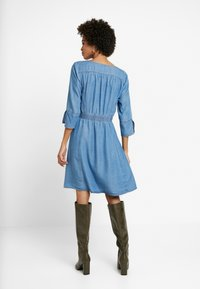 Cream - BALICE DRESS - Dongerikjole - blue denim - 2