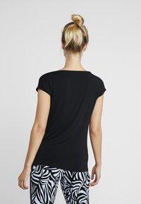 Curare Yogawear - WASSERFALL - Basic T-shirt - black - 2