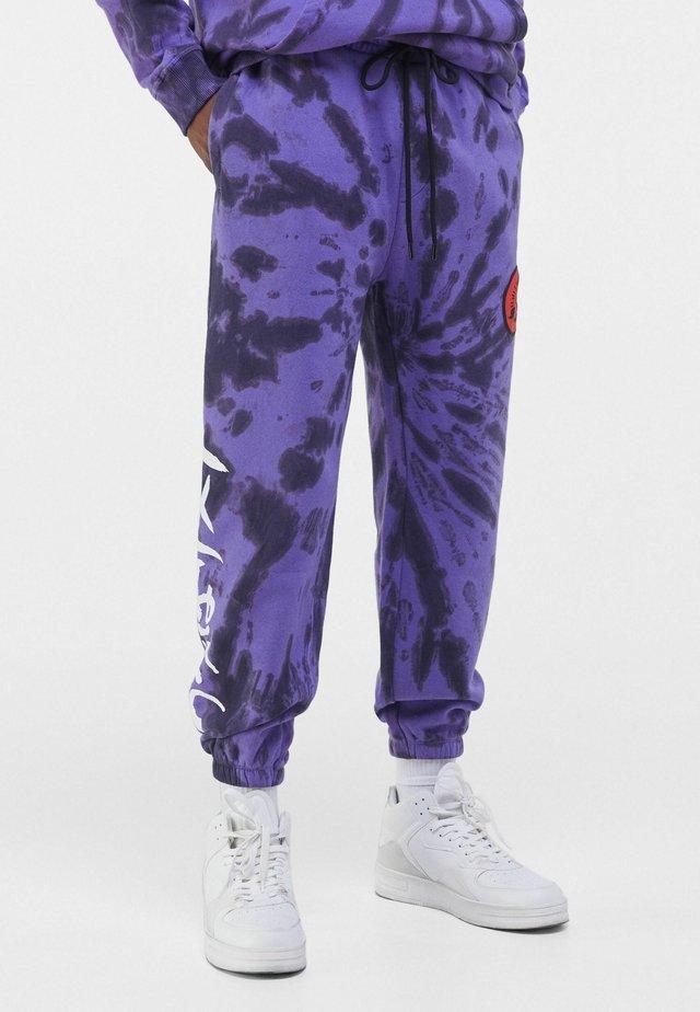 MIT TIE-DYE-PRINT NARUTO  - Pantalon de survêtement - mauve