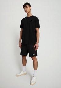 Napapijri - S-PATCH SS - Basic T-shirt - black - 0