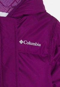 Columbia - SNUGGLY BUNNY BUNTING - Lyžařská kombinéza - plum - 3