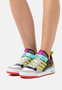adidas Originals - FORUM - Sneakers - sonic fuchsia/pink tint/acid mint - 0