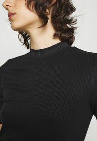 Calvin Klein Jeans - LOGO TRIM TEE - Print T-shirt - black - 4