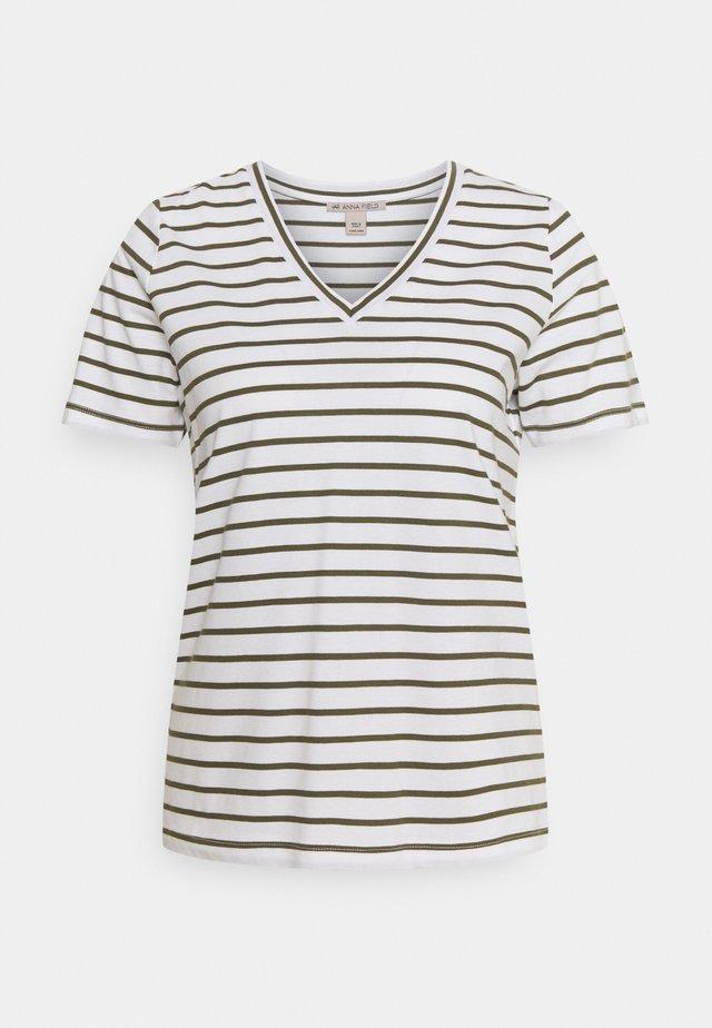 Camiseta estampada - white / khaki