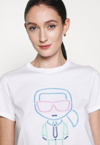 KARL LAGERFELD - IKONIK OUTLINE - Print T-shirt - white - 3