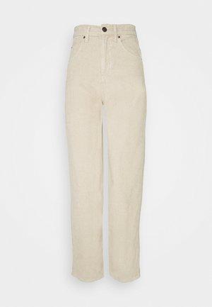 MODERN BOYFRIEND - Jeans straight leg - ecru
