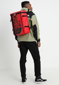 The North Face - BASE CAMP FUSEBOX - Rucksack - red - 1