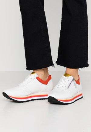 Sneakers laag - weiss/rot/mango/schwarz