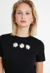 New Look - DAISY TEE - T-shirt imprimé - black - 4