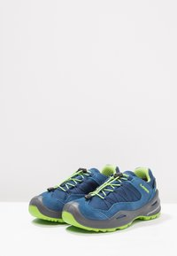 Lowa - ROBIN GTX LO - Hiking shoes - blau/limone - 2