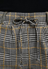 TOM TAILOR - CHECKED PANTS TAPE - Tracksuit bottoms - black/white/yellow/grey - 5