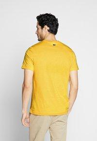 Lacoste - TH5097-00 - T-shirt print - yellow - 2