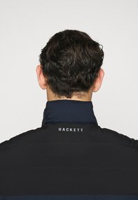 Hackett Aston Martin Racing - GILET - Bodywarmer - navy - 4