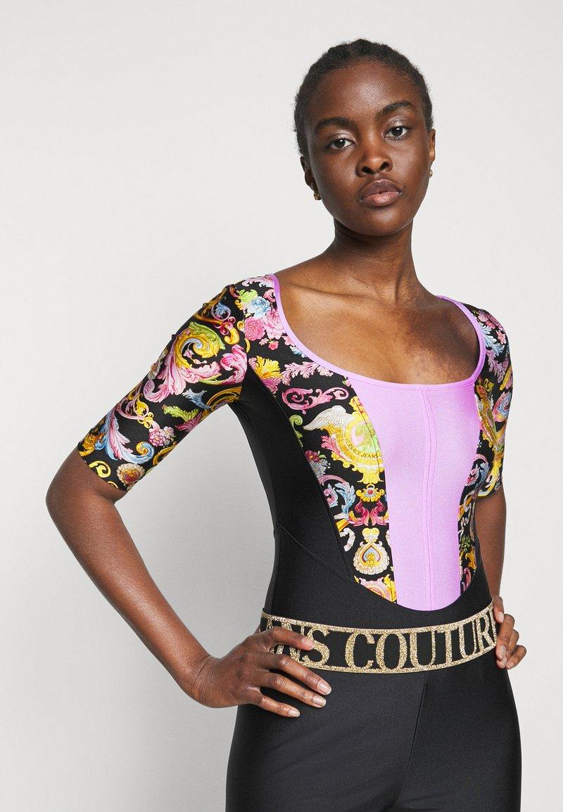 Versace Jeans Couture - LADY BUSTIER - Triko spotiskem - black