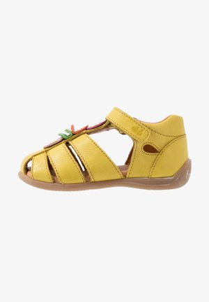 CARTE MEDIUM FIT - Sandály - yellow