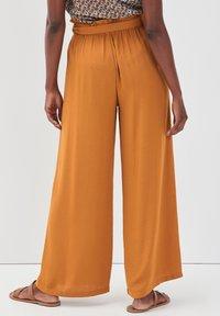 Cache Cache - Pantalon classique - camel - 2