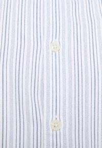 Selected Homme - SLHSLIMMILTON STRIPES - Formal shirt - dark blue - 6
