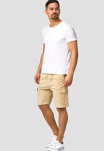 KINNAIRD - Shorts - beige