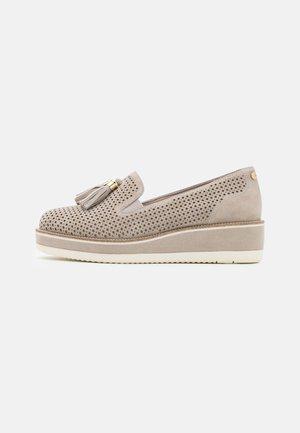 SLIP ON - Zapatos de plataforma - stone