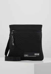 Versace Jeans Couture - Taška spříčným popruhem - black - 0