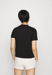 Calvin Klein Jeans - LOGO INTARSIE TEE - T-shirts med print - black - 2