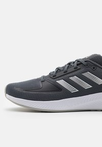 adidas Performance - RUNFALCON 2.0 - Neutrala löparskor - grey five/silver metallic/grey two - 5