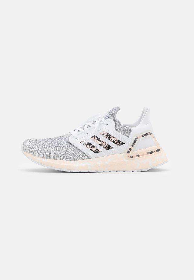 ULTRABOOST 20 PRIMEKNIT RUNNING SHOES - Chaussures de running neutres - footwear white/pink tint/core black