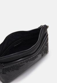 Desigual - BOLS LYRICS DURBAN ONE POCKET - Handbag - black - 2