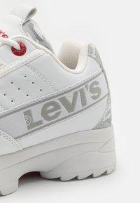 Levi's® - SOHO UNISEX - Trainers - white/light grey - 5