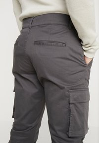 Only & Sons - ONSCAM STAGE CUFF - Cargo trousers - grey pinstripe - 5