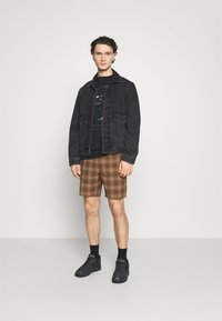 Brixton - MADRID - Shorts - washed brown - 1