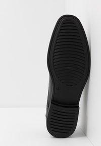 Jacamo - SOLEFORM TECH DERBY - Smart lace-ups - black - 4