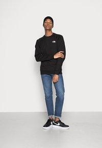 The North Face - RAGLAN REDBOX CREW NEW  - Sweatshirt - black - 1