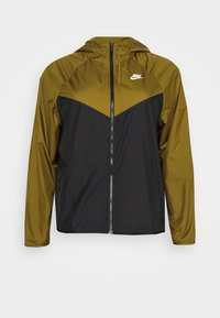 Nike Sportswear - PLUS - Kevyt takki - olive flak/black/white - 3